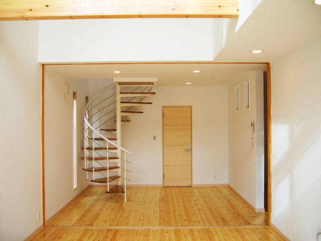 らせん階段のある家